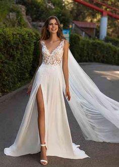 2 Piece Wedding Dress, Slit Wedding Dress, Custom Wedding Dress, Wedding Dress Styles, Hawaii Wedding Dresses, Gown Wedding, Modern Wedding Dresses, Dream Wedding, Unique Wedding Gowns