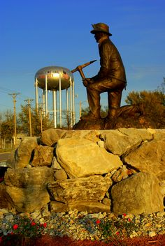 The kneeling miner in Webb City, MO
