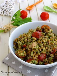 Farro pesto di rucola e tonno Cooking Dishes, Cooking Recipes, Cena Light, Veggie Recipes, Healthy Recipes, Healthy Finger Foods, Healthy Pesto, Good Food, Yummy Food