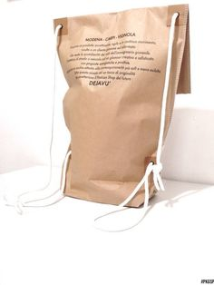 We Super cool shopping bag / paper backpack.We The post Super cool shopping bag / paper backpack.We appeared first on Paper Diy. Kraft Packaging, Cool Packaging, Paper Packaging, Shopping Bag Design, Paper Shopping Bag, Paper Bag Design, Displays, Clutch, Packaging Design Inspiration
