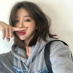 Pinning short hair styles just in case. Cute Hairstyles For Short Hair, Girl Short Hair, Girl Hairstyles, Asian Hairstyles, Shot Hair Styles, Curly Hair Styles, Ulzzang Short Hair, Short Hair Korean Style, Korean Short Hairstyle