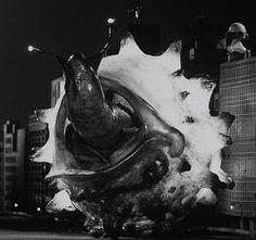『がんばれ ゴーガ』:地球の為に戦ったのはセミ人間だけじゃなかった! - Togetterまとめ Japanese Monster, Godzilla, Doctor Who, Science Fiction, Creatures, Hero, Monsters, Anime, Painting