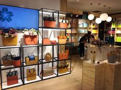 O'bag srore in Haerbin, its bags show out the glory of the store. #VM #Retail #Design #Shop #Window #Display