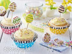 Veľkonočné cupcakes s lízankami Mini Cupcakes, Easter Cupcakes, Cakepops, Marshmallow, Chocolate, Breakfast, Food, Basket, Sweets