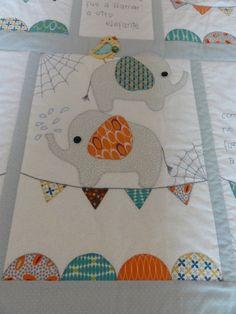 Hola chicas !!!!   Otra vez por aquí, en esta ocasiónos pongo unas fotos de la ultima colcha de cuna que he hecho,   Un diseño de Oliva...