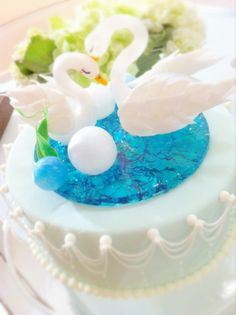 Pulled sugar swans 2 Tier Cake, Tiered Cakes, Isomalt, Sugar Art, Swans, Sugar And Spice, Jello, Cake Decorating, Birthday Cake