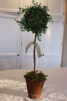 StoneGable: Rustic Summer Topiary Would make a good silhouette Artificial Floral Arrangements, Flower Arrangements, Faux Plants, Indoor Plants, Quick Garden, Topiary Trees, Do It Yourself Crafts, Easy Diy Projects, Garden Projects