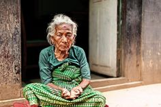We met this woman walking around Kathmandu. She immediately captured our attention with the green color of her gown but soon after  we lost ourselves in her eyes full of hope. - Nepal. - #ethnologies #asia #annapurna #reportage #travel #master_shots #discovernepal #TLAsia #ig_nepal #instanepal #nepal8thwonder #streetphotography #photooftheday #natgeo #natgeotravelpic #natgeocreative #portraits_ig #travelawesome #igtravels #himalayangeographic - View in HD on www.ethnologies.it