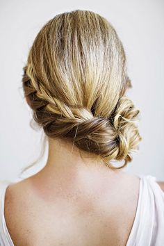How to Chic: BRAIDED SIDE BUN