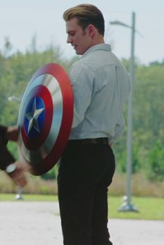 Steve Rogers, Marvel Jokes, Marvel Avengers, Chris Evans Gifted, Teenager Outfits, Captain America Wallpaper, Captain Rogers, Captain America And Bucky, Christopher Evans