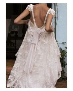 Does anyone know where this dress is  from? It is so amazing  #goodnight #buenasnoches #wedding #weddingday #boda #bride #bridetobe #bridal #onedaybridal #onedaybride #novia #groom #bridaldress #vestidodenovia #weddingdress #style #bohobride #bohemia  #bohemian #inlove #amazing #espectacular #beautiful #stunning #weddinginspiration #inspiration #love #like #picoftheday #siempremia
