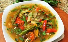 Thin body, perfect shape and healthy, are these your goals for the new year? so take the challege and do our diet soup for weight loss. Soup Recipes, Diet Recipes, Healthy Recipes, Soup Diet Plan, Boiled Vegetables, High Protein Breakfast, Best Diets, Curry, Healthy Eating