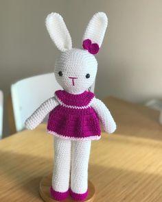 Amigurumi İle Tavşan Minty - Emekce.com Amigurumi Rabbit, Bunny, Dolls, Christmas Ornaments, Holiday Decor, Crochet Bunny Pattern, Crochet Throw Pattern, Elephant Drawings, Free Pattern
