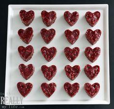 Red velvet rice krispy treats--so easy and so fun! #valentines #dessert