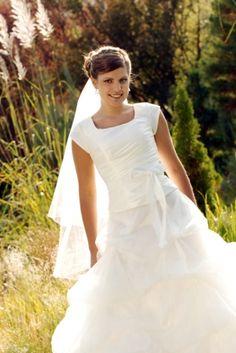 clearance modest wedding dresses - http://www.wedding-kate.com/2012/11/28/clearance-modest-wedding-dresses/