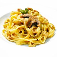 Fitness tagliatelle s pestem a tuňákem - zdravý recept Bajola Bon Appetit, Holiday Recipes, Deserts, Spaghetti, Good Food, Healthy Recipes, Meals, Dishes, Cooking
