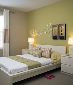 Contemporary bedroom with a green accent wall, a broadloom carpet, horizontal band drapery and a malm bedside table. Bedroom Wall Designs, Bedroom Wall Colors, Bedroom Furniture Design, Living Room Designs, Living Room Decor, Pink Bedroom Design, Living Room Paint, Wall Paint Colour Combination, Living Room Color Combination