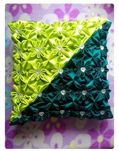 Diy Crafts - posted in Amigas del Capiton&xea; Smocking Baby, Smocking Patterns, Sewing Patterns, Fabric Patterns, Diy Pillows, Decorative Pillows, Throw Pillows, Felt Flower Pillow, Sewing Crafts