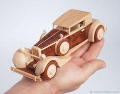 Деревянная игрушка-сувенир в виде классического автомобиля 30-х годов – купить или заказать в интернет-магазине на Ярмарке Мастеров | Небольшая игрушка-сувенир в стиле классического…