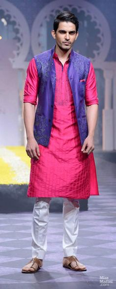 Randy Payne, Raghavendra Rathore at India Bridal Fashion Week 2013 Mens Indian Wear, Mens Ethnic Wear, Indian Groom Wear, Indian Men Fashion, Mens Fashion Wear, Indian Man, Men's Fashion, Kurta Men, Mens Sherwani