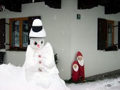 Ellmau, Austria. Snowman and Santas. (Photo: My own)