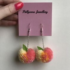 🍑 Peach Pompom earrings 🍑 🍑 A great accessory to. Diy Yarn Earrings, Cute Earrings, Polymer Clay Earrings, Crochet Earrings, Pom Pom Crafts, Yarn Crafts, Diy And Crafts, Ribbon Flip Flops, Funky Jewelry
