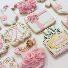 The perfect combination of beautiful edible art! Gorgeous cookies by Cookies For Kids, Fancy Cookies, Cute Cookies, Easter Cookies, Royal Icing Cookies, Baby Dior, Baby Shower Menu, Baby Shower Cookies, Cupcakes