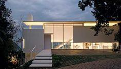 Ximenes Leite Arquitetura e Mario Biselli : Residência, Guarujá, SP -