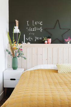 fonQ | Wat worden wij toch vrolijk van de slaapkamer van woonblogger Lisanne. #mooi #bedroom