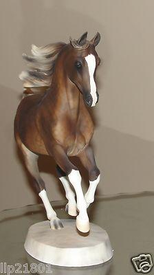 Artist Resin horse Khemo...