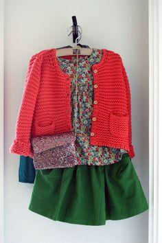 Looks d'été Bonton. Version: coral cardie, little bird blouse, green skirt (as yet un-owned).
