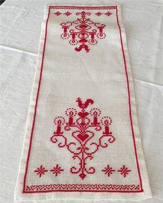 Handbroderad linne jul duk med ljusstake i utmärkt skick på Tradera.com