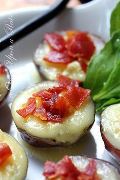 Camembert Cheese Stuffed Baby Red Potatoes with Proscuitto – These were delicious! Camembert Cheese Stuffed Baby Red Potatoes with Proscuitto – These were delicious! Think Food, I Love Food, Good Food, Yummy Food, Healthy Food, Yummy Appetizers, Appetizers For Party, Appetizer Recipes, Baby Red Potatoes