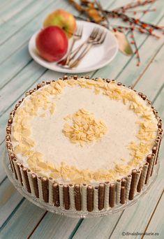TORT CU MERE, CREMA DE VANILIE SI CIOCOLATA ALBA | Diva in bucatarie Dessert Recipes, Desserts, Vanilla Cake, Food And Drink, Pie, Sweets, Cakes, Pastries, Tailgate Desserts