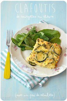 Une petite recette toute simple sortie d'un vieux numéro du magazine Saveurs, absolument délicieuse ! Ce clafoutis se sert aussi bien chaud ou froid (ou tiède, ou réchauffé), en déjeuner avec une salade verte qu'en apéro, coupé en dés : le genre de recette...