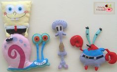 Estação Felicidade Felt Diy, Felt Crafts, Fabric Crafts, Sewing Crafts, Diy And Crafts, Plush Craft, Famous Cartoons, Christmas Gifts, Christmas Ornaments