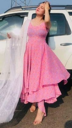 Casual Indian Fashion, Indian Fashion Dresses, Indian Designer Outfits, Indian Outfits, Beautiful Dress Designs, Stylish Dress Designs, Designer Party Wear Dresses, Kurti Designs Party Wear, Simple Kurti Designs