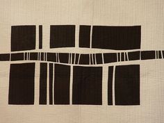 Tokyo quilt - no attribution Small Quilts, Mini Quilts, Quilting Projects, Quilting Designs, Motifs Textiles, Two Color Quilts, Black And White Quilts, Quilt Modernen, Textile Fiber Art