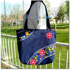 Lütfen fiyat bilgisi ve siparişleriniz için renga. Denim Bags From Jeans, Denim Tote Bags, Denim Handbags, Denim Purse, Blue Jean Purses, Crochet Baby Jacket, Techniques Couture, Patchwork Bags, Fabric Bags