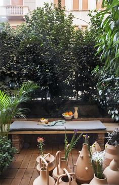 A little nice terrace. Perfect to enjoy your morning coffee! Green Plants, Palermo, Woods, Patio, Terraces, Table Decorations, Nice, Morning Coffee, Garden
