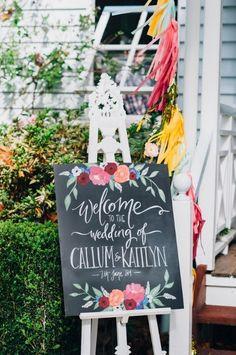 A caligrafia no artesanato é usada para escrever mensagem de casamento (crédito da foto: ruffledblog)