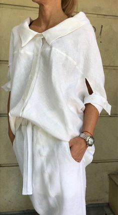 White Shirt and Harem Pants / Paradox / Short Sleeves Top / Long Pants / Loose Pants / White Shirt / Casual Set Modest Fashion, Women's Fashion Dresses, Look Street Style, Loose Pants, Loose Shirts, White Shirts, White Blazers, White Fashion, Curvy Fashion