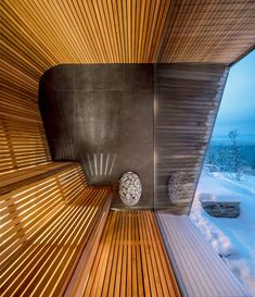 This modern house has a sauna with curved wood seating and relaxing views of the surrounding area. Spa Design, Design Sauna, Sauna House, Sauna Room, Modern Saunas, Modern Wooden House, Post Modern Architecture, Piscina Interior, Interior Design Classes