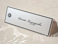 Ekskluzywne winietki ślubne z nazwiskami gości do postawienia na stolikach na weselu, ręcznie wykonane, dekorowane perełką.