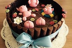 Schweinchen im Matschkübel-Torte 5 Pigs In Mud Cake, Pig In Mud, Pig Birthday Cakes, Food Porn, Cakes And More, Birthday Decorations, Fondant, Deserts, Dessert Recipes