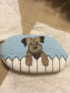 cute Pebble Painting, Pebble Art, Stone Painting, Painted Rock Animals, Hand Painted Rocks, Stone Crafts, Rock Crafts, Rock And Pebbles, Rock Painting Designs
