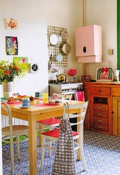 kitchen Kitchen Design Ideas- Home and Garden Design Ideas cute kitchen Cute Kitchen, Vintage Kitchen, Kitchen Decor, Eclectic Kitchen, Happy Kitchen, Boho Kitchen, Kitchen Office, Kitchen Stuff, Kitchen Dining