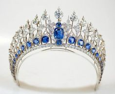 Tiara from the Dutch sapphire parure (without the central diamond plume, removed for Queen Maxima in 2013).