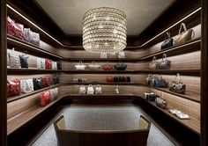 7dfad73f8 WEB LUXO - NEGÓCIOS: Valentino abre sua primeira loja na América do Sul  Milan Store