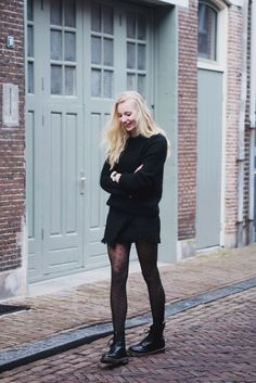Gorgeous Ways To Style Your Outfit With Doc Martens 29 Doc Martens Outfit, Style Doc Martens, Outfits With Doc Martens, Dr Martens Stil, Dr. Martens, Dr Martens 1460, Dr Martens Black, Dr Martens Boots, Outfit 2017